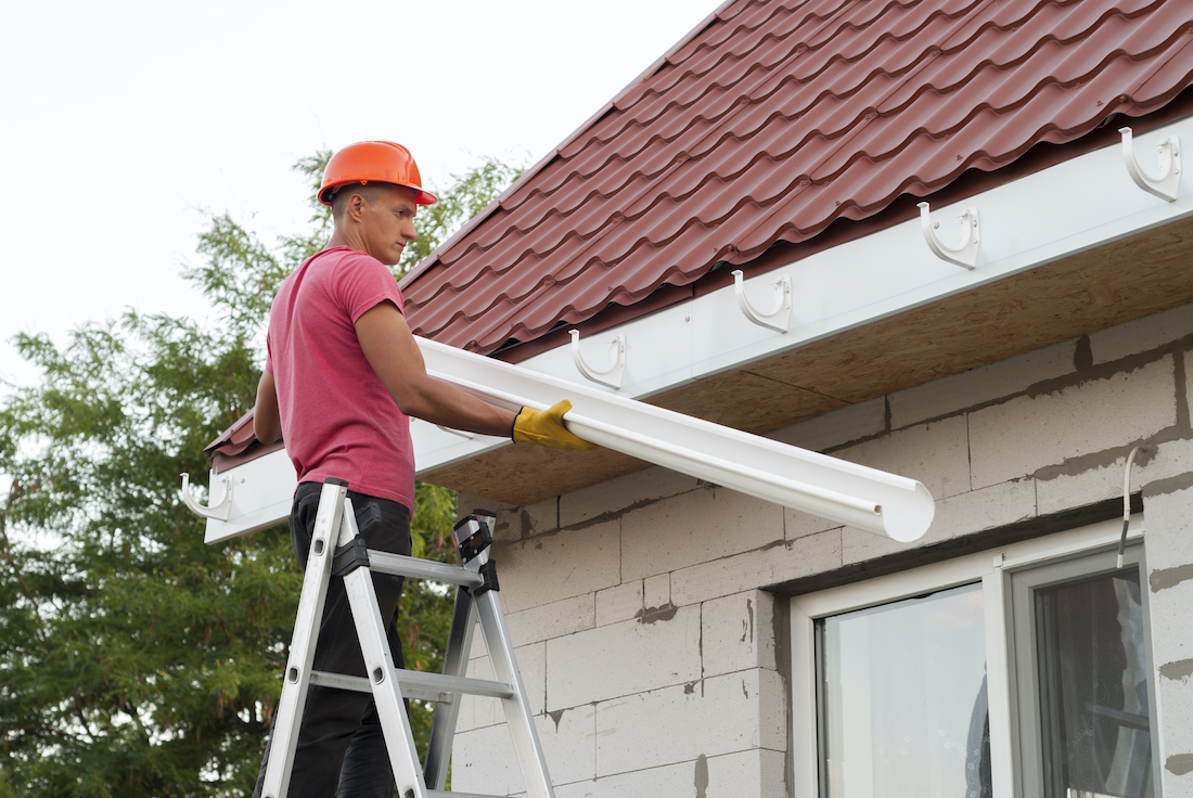Why You Should Do Your Research Before Hiring Someone Online to Do Roof Maintenance